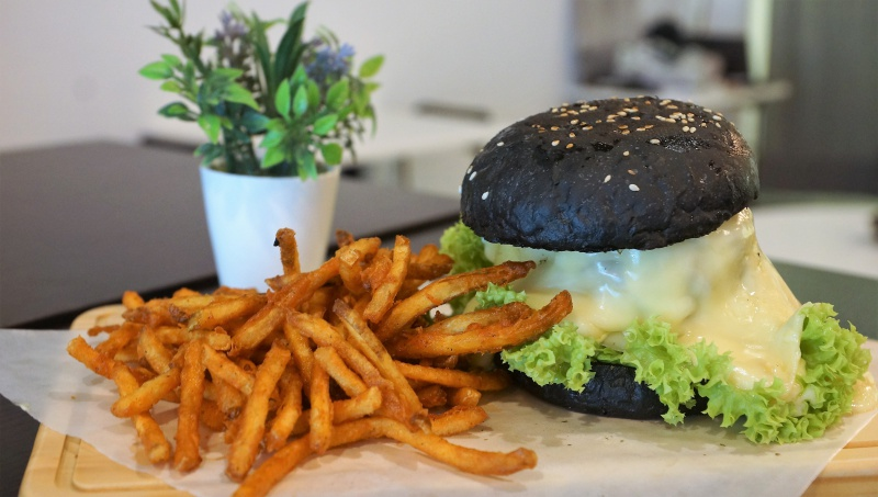 Black White Tale raclette cheese burger